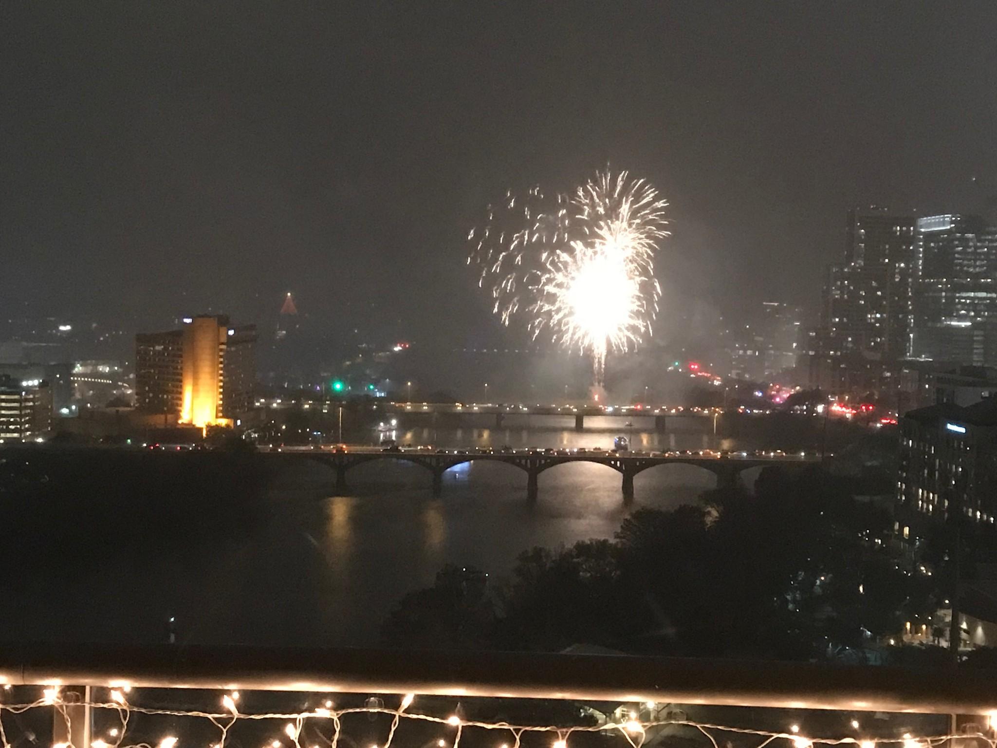 Austin fireworks downtown NYE 2017