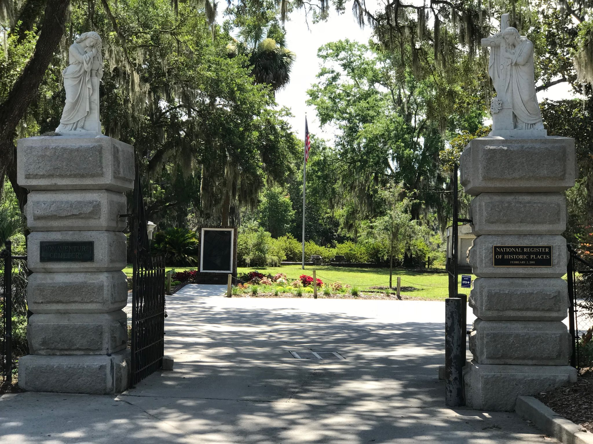 Boneventure Cemetery entrance