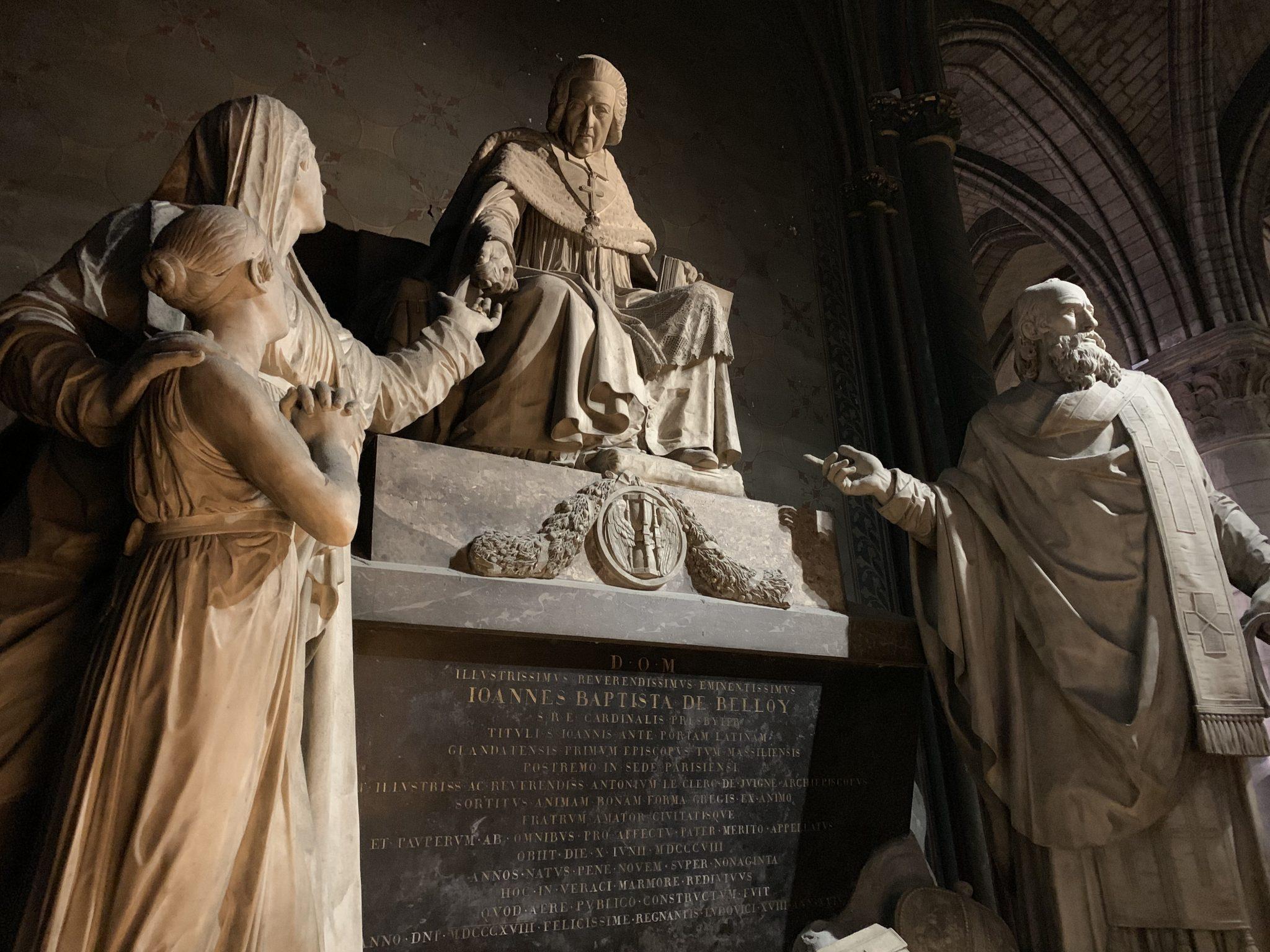 Notre-Dame sculpture